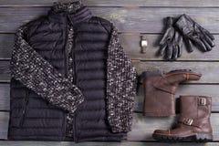 La ropa y los accesorios de los hombres del invierno Imágenes de archivo libres de regalías
