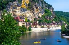 la Roque在豪华的自然掩藏的Gageac,多尔多涅省,法国美丽的中世纪村庄  免版税库存照片