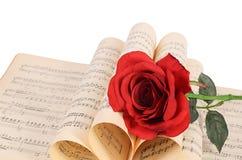 La rose sur des carnets avec des notes Image stock