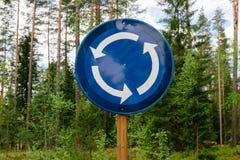 La rotonda firma dentro il legno immagine stock libera da diritti
