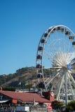 La roue de cap au bord de mer de V&A avec la montagne de Tableau dans Photos stock