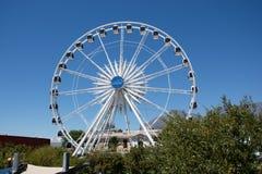 La roue de cap au bord de mer de V&A avec le ciel bleu Images stock