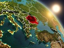 La Roumanie de l'espace pendant le lever de soleil Images stock