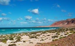 La route à Archer, la zone protégée de dunes de sable dans l'île de Socotra, Yémen Image libre de droits