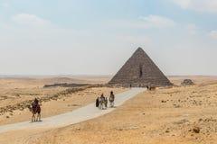 La route à la grande pyramide de Menkaure image libre de droits