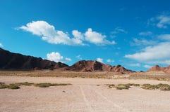 La route à la plage de Ras Erissel, le Cap-Oriental de l'île de Socotra, Yémen Images stock
