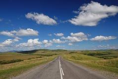 La route aux montagnes Image libre de droits