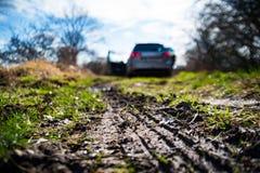 la route boueuse est bloquée par la boue Image stock