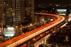 La route dans le temps crépusculaire en novembre 27,2014 à Bangkok, Thaïlande Photos stock