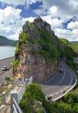 La route entre les collines au lac mauritius Image stock