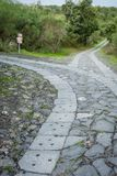La route mène à une fourchette Que choisissez-vous ? image libre de droits