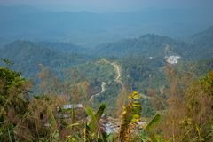 La route par les montagnes, dans Myanmar qui point de vue images stock