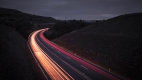 La route par nuit avec la lumière traîne - le sao Miguel Portugal des Açores Photographie stock libre de droits