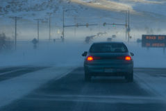 La route peut être glaciale dans les zones Image stock