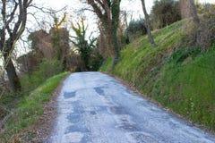 La route qui est cachée dans l'embrouillement photos stock