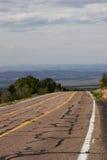 La route 89 semble disparaître dans de vallée la réserve forestière de Kaibab ci-dessous -, Arizona Photo libre de droits