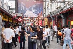 La rue de casse-croûte de Wangfujing, Pékin, Chine Image libre de droits