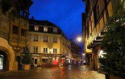 La rue de Colmar décorée pour Noël, Alsace, France photo libre de droits