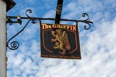 La rue de lait de connexion de Griffin Pub, Frome, Somerset image stock