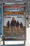 La rue de Moscou de jour d'été concerte la bande métallique de thrash métal Megadeth Images libres de droits