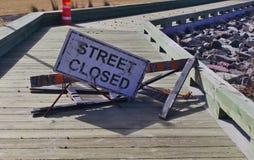 La rue de signe s'est fermée images libres de droits