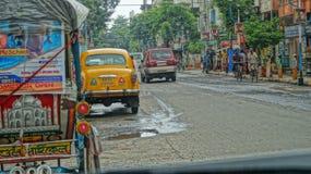 La rue de ville se réveillent photo libre de droits