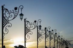 La rue a forgé des lanternes Anapa, Russie image libre de droits