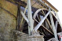 La rueda de agua del molino foto de archivo