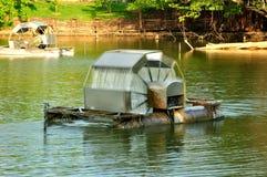 La rueda de agua salva la naturaleza Imágenes de archivo libres de regalías