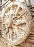 La rueda del carro de dios de Sun en el templo de Konark Fotos de archivo