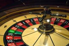 La ruleta dinámica en casino imagen de archivo