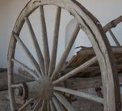 La ruota del vecchio carretto Immagini Stock Libere da Diritti