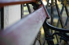 La ruota idraulica astratta del ciottolo della riflessione ha afflitto fotografia stock