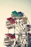 La ruota panoramica ed il cielo con il retro filtro effettuano (stile d'annata) Fotografia Stock Libera da Diritti