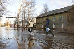 """La Russia, †di Kirov """"27 aprile 2016: Alta marea in fiume in uno sprin Immagine Stock Libera da Diritti"""