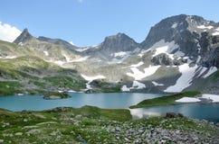 La Russia, Caucaso occidentale, lago Imeretinskoye di estate fotografia stock