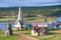 La Russia, chirches di legno ortodossi in Varzuga, Russia, Oblast Murmansk, Kola Peninsula Fotografie Stock