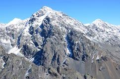 La Russia, la montagna di Altai completa della cresta del nord di Chuya in bel tempo fotografie stock