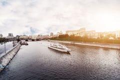 LA RUSSIA, MOSCA, IL 13 OTTOBRE 2017: Paesaggio urbano della città Stagione di estate Immagine editoriale Retro immagine di stile Immagine Stock Libera da Diritti