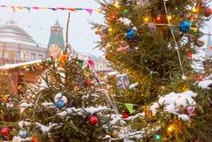 La Russia, Mosca, mercato di Natale sul quadrato rosso immagini stock