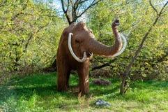La Russia, Mosca - 29 settembre 2018: Mammut a grandezza naturale enorme fotografie stock libere da diritti