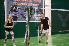La Russia, Novosibirsk, il 29 marzo 2019 Gli atleti si preparano nei campi da badmintoni immagine stock libera da diritti