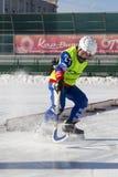 LA RUSSIA, OBUKHOVO - 10 GENNAIO 2015: la lega di hockey arcuata, Russia dei secondi bambini della fase Warmig-up dei giocatori p Fotografie Stock Libere da Diritti