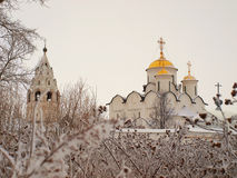 La Russia ortodossa. Cattedrale antica in un Pokrovskiy Immagini Stock