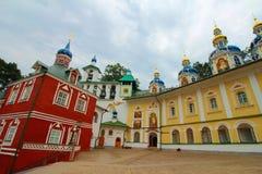 La Russia, Pechory Il monastero delle Pskov-caverne Immagini Stock Libere da Diritti