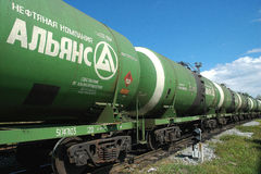La Russia. Treno del camion del serbatoio dell'olio Fotografia Stock Libera da Diritti
