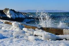 La Russia Vladivostok, baia dell'Amur, spiaggia di Yubileyny a dicembre fotografie stock