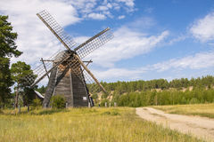 La Russia - Yakutia - mulino a vento di legno del bordo della strada tradizionale Immagini Stock