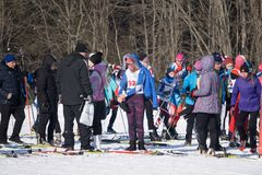 La Russie Berezniki le 11 mars 2018 : marathon de ski, ` s d'hommes et concours du ` s de femmes photographie stock
