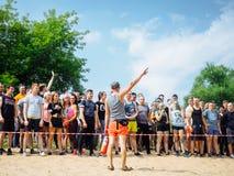 La RUSSIE, Bryansk - 30 juin 2018 : Course d'obstacle : Athlètes au début images libres de droits